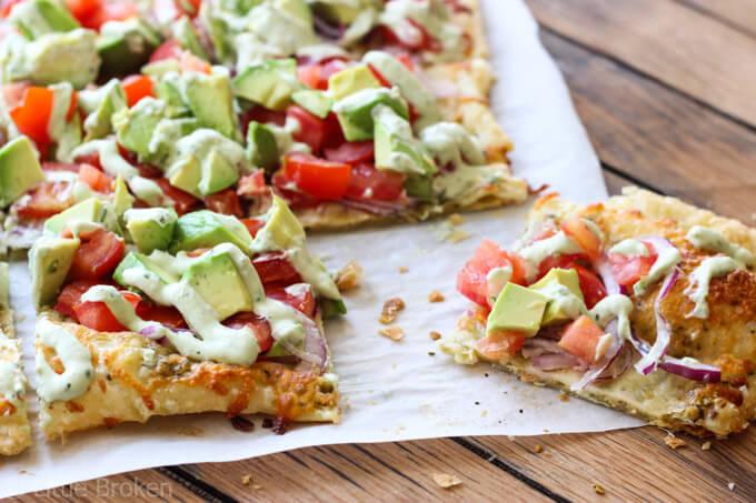 Skinny Avocado Pizza| littlebroken.com @littlebroken