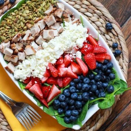 Summer Spinach, Berry and Chicken Salad with Garlic-Basil Vinaigrette | littlebroken.com