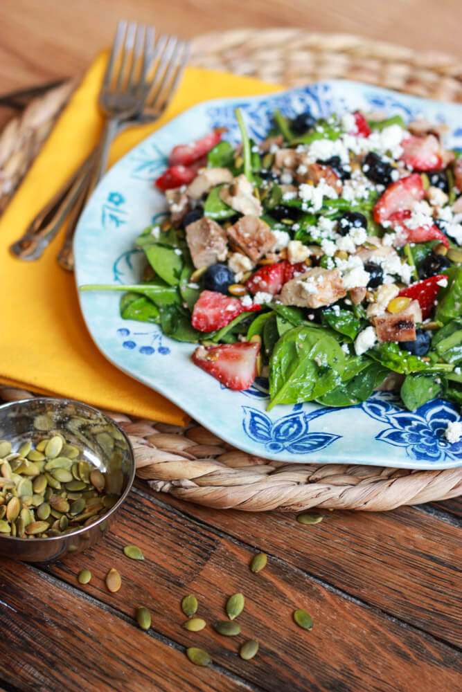 Summer Spinach, Berry and Chicken Salad with Garlic-Basil Vinaigrette | littlebroken.com