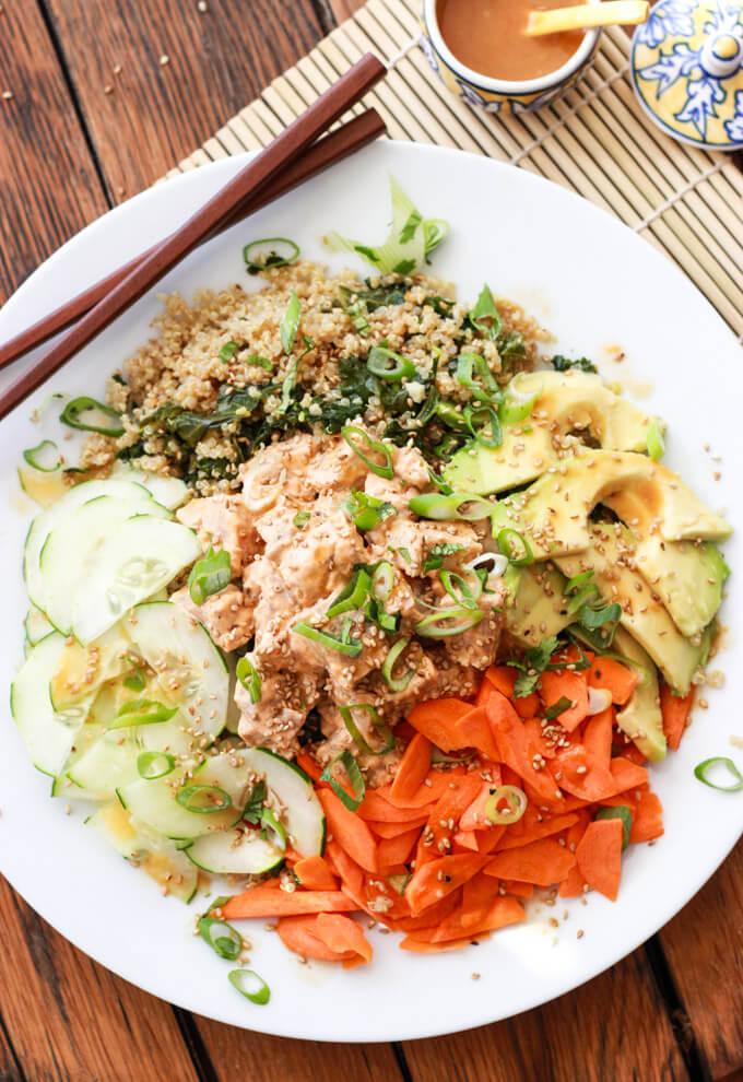 Quinoa Spicy Tuna Sushi Bowl - gluten free and just like spicy tuna roll. So yummy!   littlebroken.com