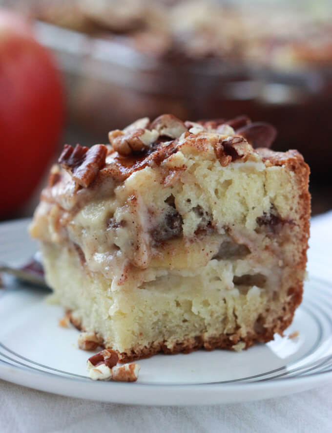 Apple Sour Cream Coffee Cake - moist, sweet coffee cake perfect along with glass of cold milk or coffee. Yum-O! | littlebroken.com @littlebroken