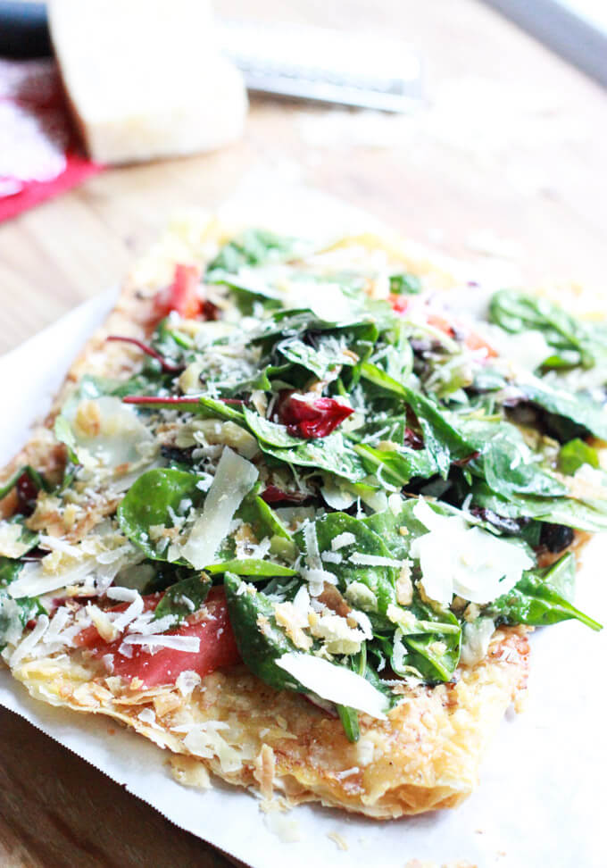 CPK Tricolore Salad Pizza - quick and easy version that is SO much better! | littlebroken.com @littlebroken
