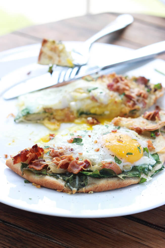 Bacon, Apple and Swiss Breakfast Pizza  - super yummy breakfast or dinner pizza | littlebroken.com @littlebroken