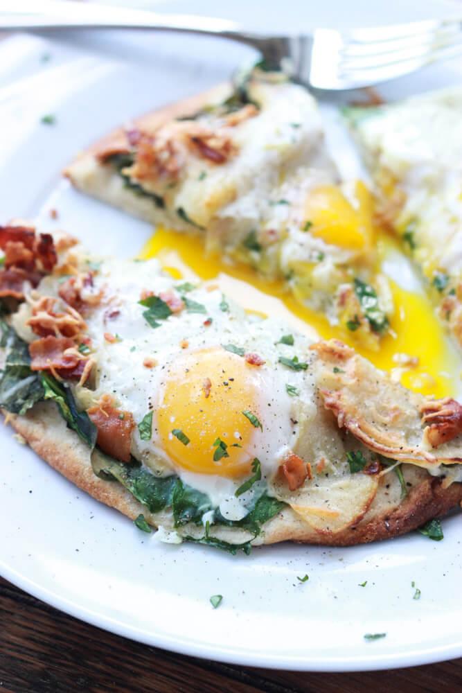 Bacon, Apple and Swiss Breakfast Pizza - super yummy breakfast or ...