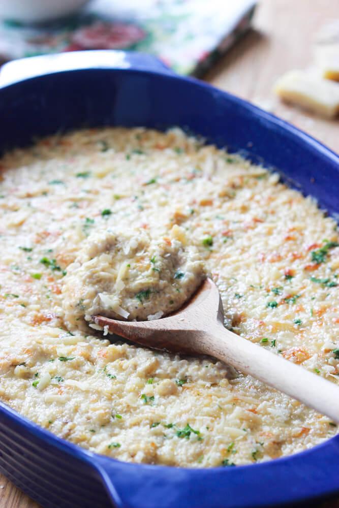 Chicken Alfredo Quinoa Bake - homemade alfredo sauce combined with tender chicken and fluffy quinoa. Quick and tasty dinner all from scratch! #chicken | littlebroken.com @littlebroken