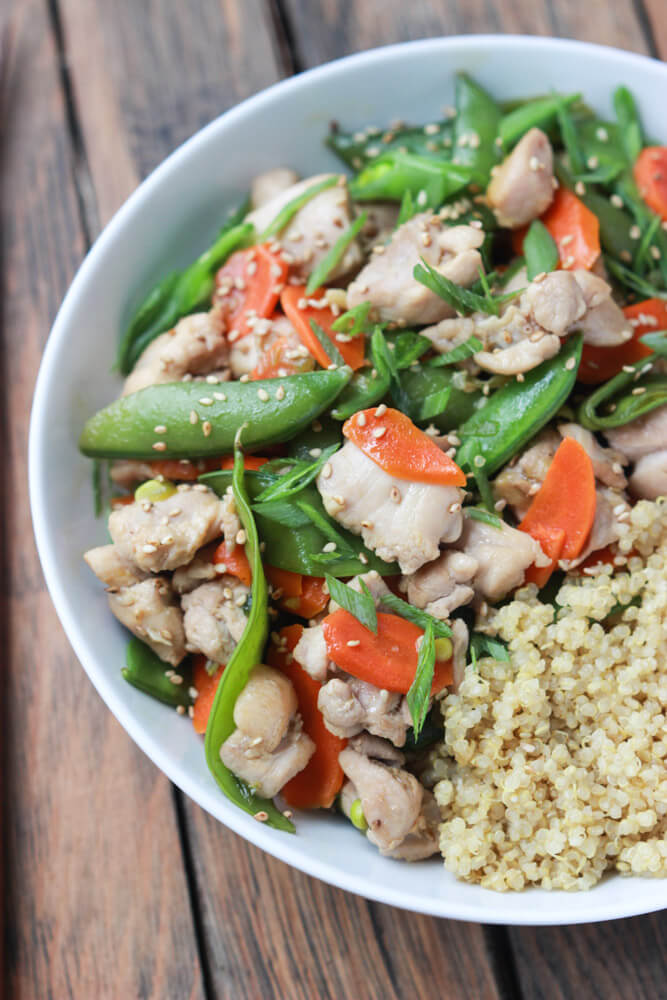 Ideal weeknight meal in 30 minutes! Nutritious and delicious with fresh veggies, sesame sauce and tender chunks of chicken! | littlebroken.com @littlebroken #stirfry #30minutemeal #chicken