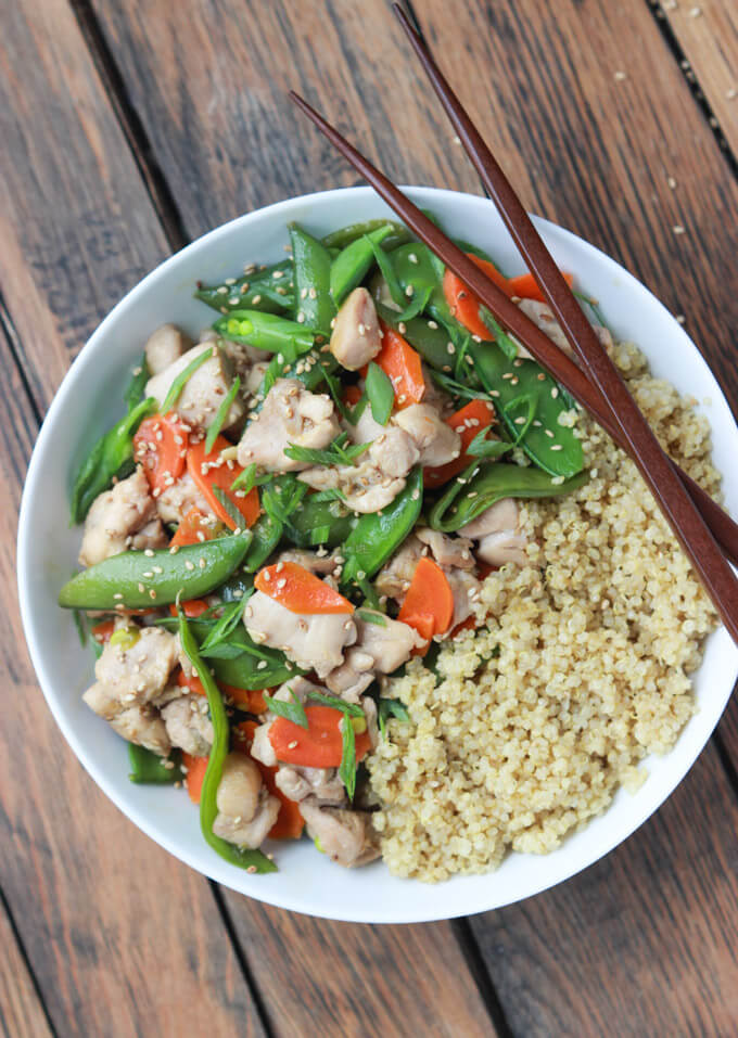 Ideal weeknight meal in 30 minutes! Nutritious and delicious with fresh veggies, flavorful sesame sauce and tender chunks of chicken! | littlebroken.com @littlebroken #stirfry #30minutemeal #chicken