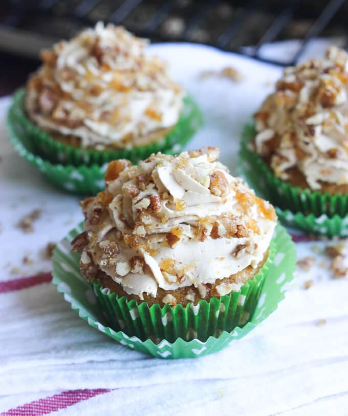 THE BEST Cupcakes Ever! Pumpkin + whipped brown sugar cream + pecan praline. Yummy! | littlebroken.com @littlebroken #cupcakes #pumpkin #thanksgiving