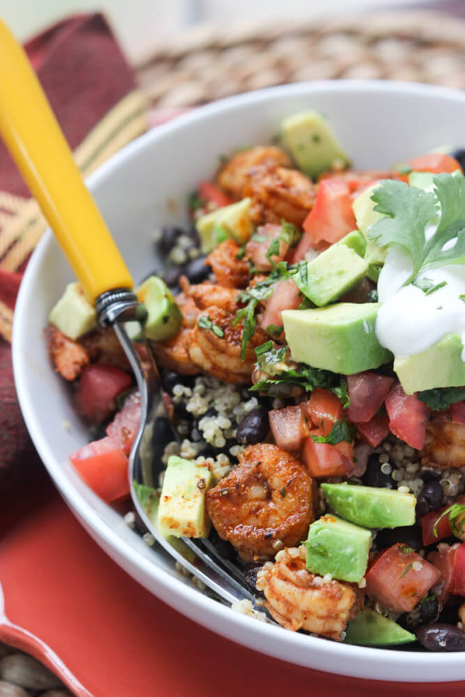 HEALTHY burrito bowl with cilantro lime quinoa, shrimp and fresh salsa! Way better and tasty than takeout. | littlebroken.com @littlebroken #burritobowl #mexican #chipotle