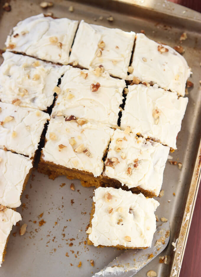 Classic holiday dessert that's packed with pumpkin flavor and topped with cream cheese frosting. Super easy to make days in advance | littlebroken.com @littlebroken #pumpkinbars