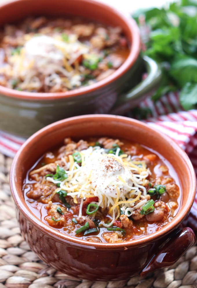 YUMMIEST chunky chili you will ever have! Packed with ton of flavor without the extra cooking time. Hearty weeknight or football food | littlebroken.com @littlebroken