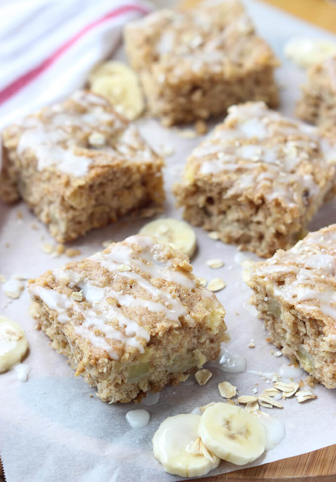Yummy breakfast bars without the guilt! Made with simple ingredients on hand| littlebroken.com @littlebroken