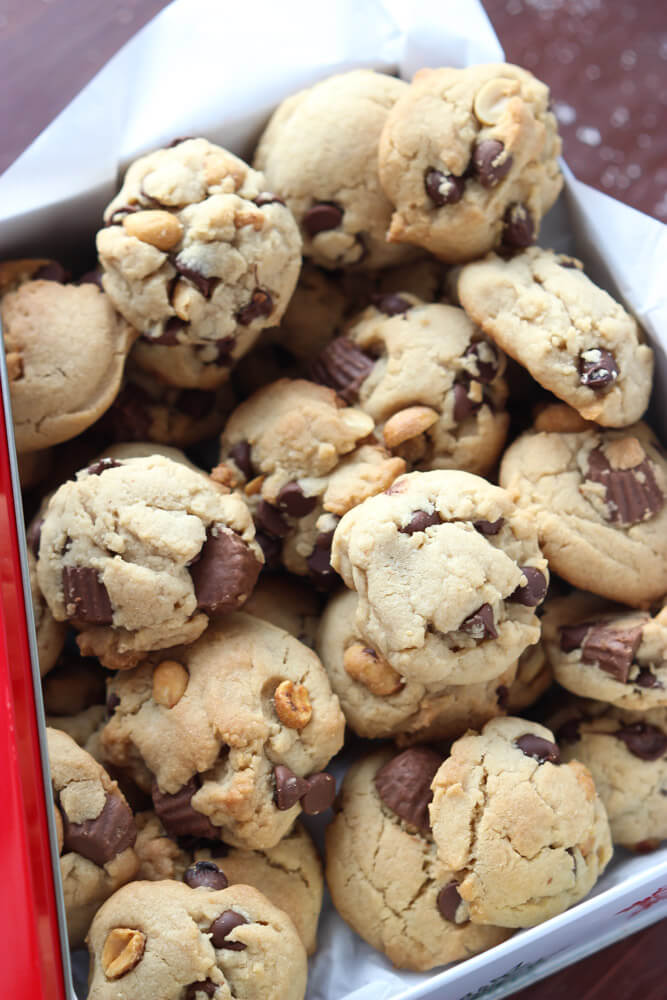 Day 3 of 12 Days of Cookies: these triple peanut and double chocolate chip cookies are chunky, crispy and call for a cold glass of milk. They also make great gift! | littlebroken.com @littlebroken #christmascookies #chocolatechip