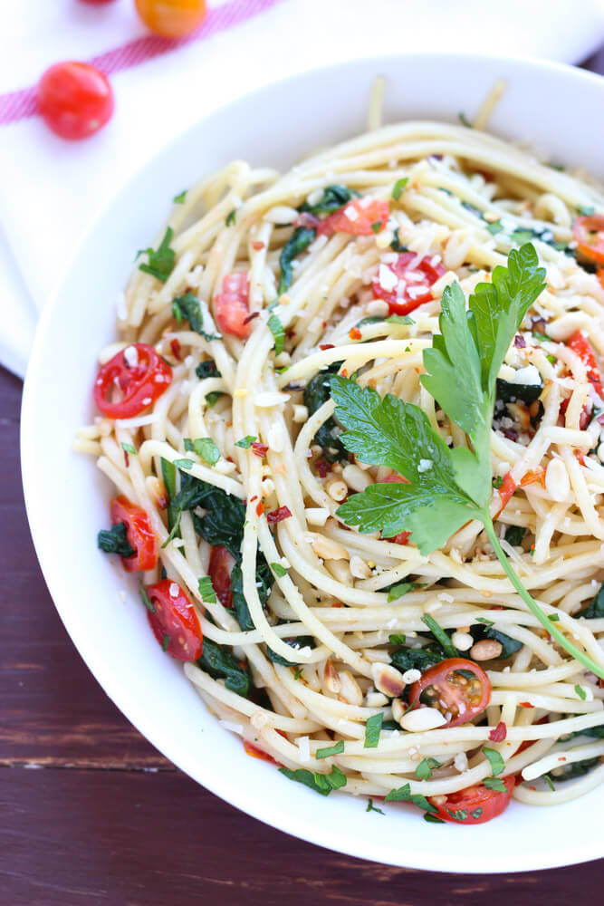 If you love pasta but hate the calories then make this 30 minute pasta dinner with fresh ingredients but still amazing taste | littlebroken.com @littlebroken