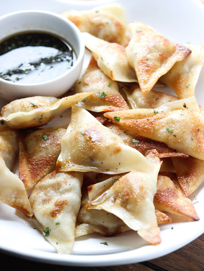 4-Ingredient potstickers that are juicy, tender, and delicious for dinner or appetizer. Need them now! | littlebroken.com @littlebroken