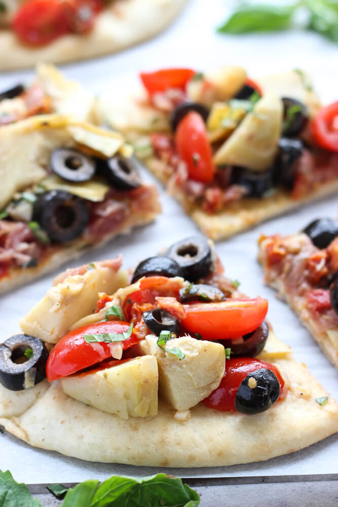 Quick and easy mediterranean salad atop of store-bought flatbread. Tasty light lunch, appetizer or snack | littlebroken.com @littlebroken