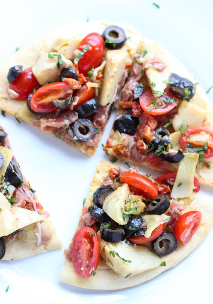 Quick and easy mediterranean salad atop of store-bought flatbread. Tasty light lunch, appetizer or snack | littlebroken.com @littlebroken