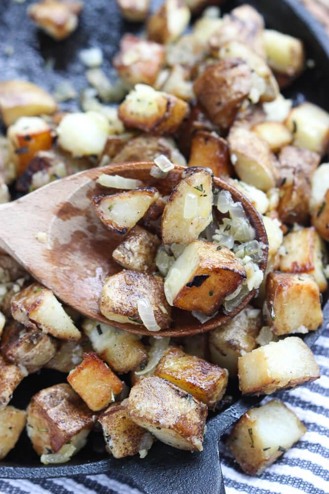 Only 4 ingredients. The BEST breakfast or side dish potatoes! | littlebroken.com @littlebroken