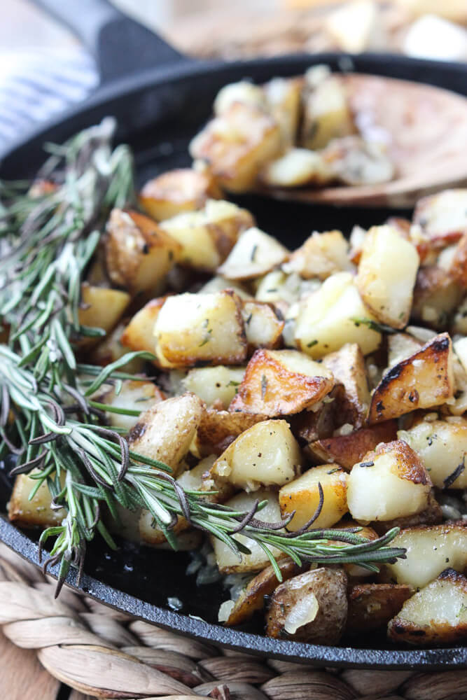 Only 4 ingredients. The BEST breakfast or side dish potatoes! | littlebroken.com @littlebroken