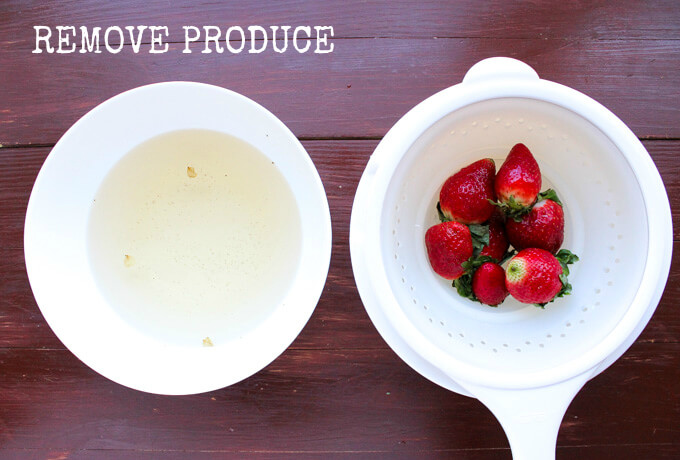 Clean your fruits and veggies organically without any chemicals!   littlebroken.com @littlebroken