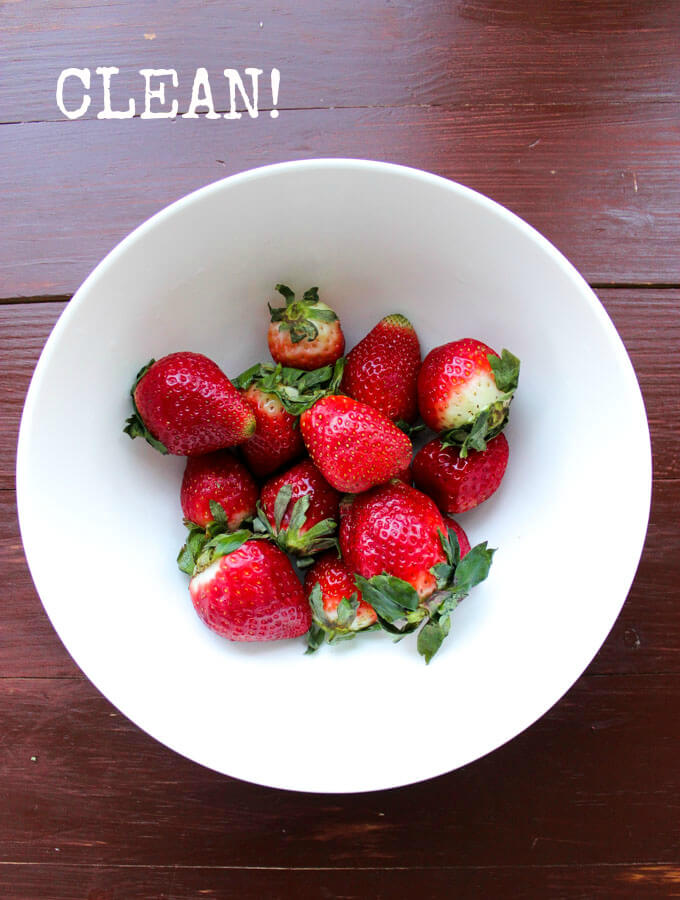 Clean your fruits and veggies organically without any chemicals! | littlebroken.com @littlebroken