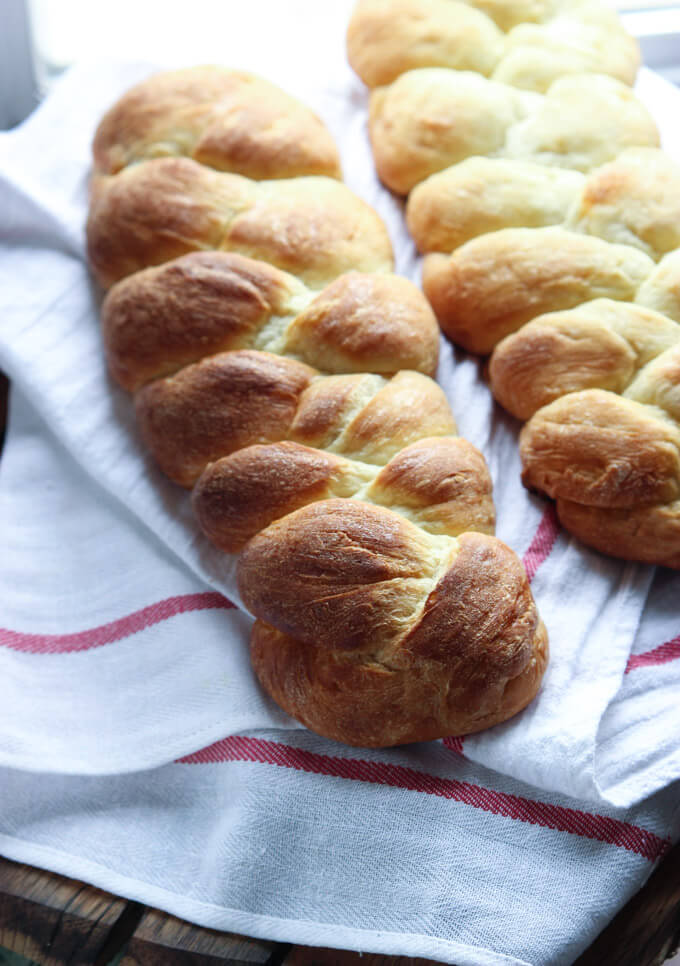 The BEST bread recipe to make! With easy step-by-step tutorial | littlebroken.com @littlebroken