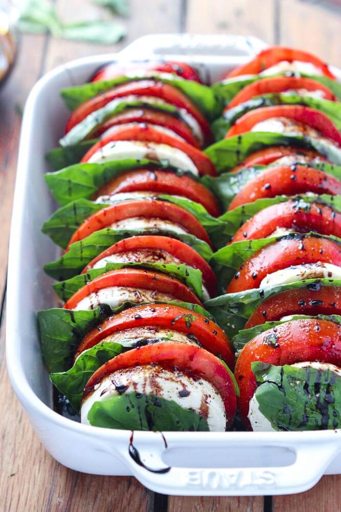 Light and easy appetizer or salad, loaded with tomatoes, fresh mozzarella, basil and balsamic reduction | https://www.littlebroken.com @littlebroken