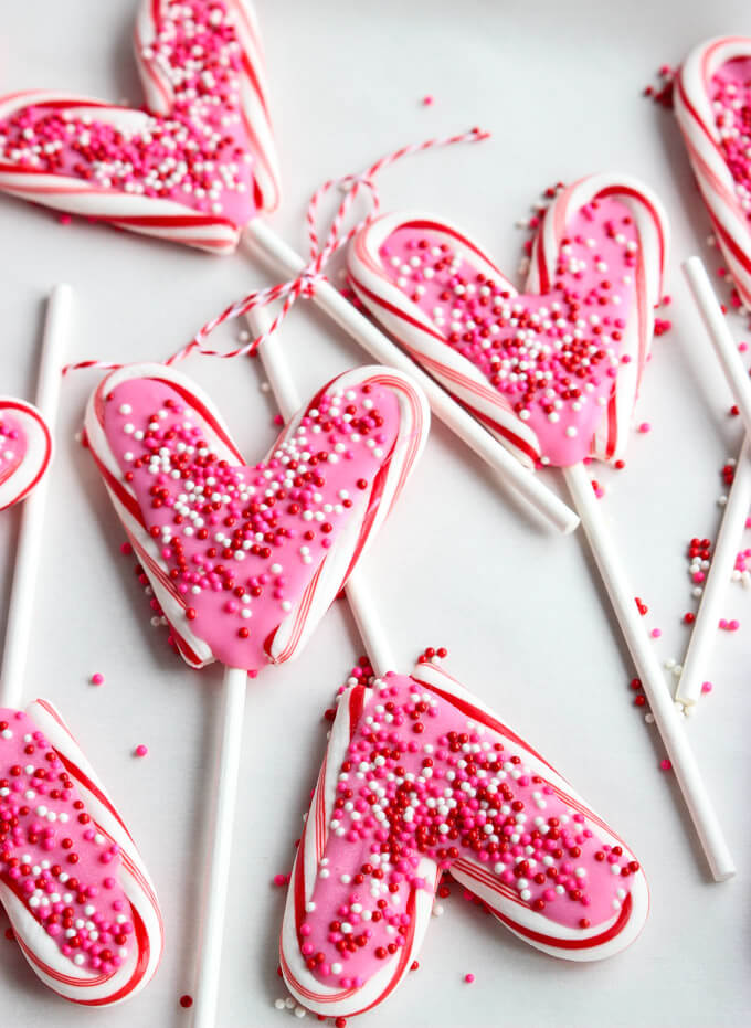 Only 4 items and 25 minutes to make these Valentine's Day Candy Pops | littlebroken.com @littlebroken