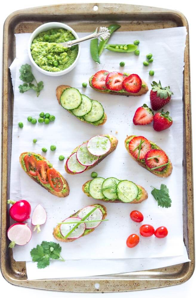 Spring crostini with pea pesto is easy and tasty appetizer for any occasion | littlebroken.com