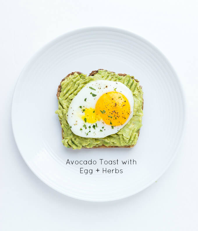 Easy and quick egg + avocado toast. Click on picture to see more ways to top an avocado toast, all with fresh ingredients | littlebroken.com @littlebroken