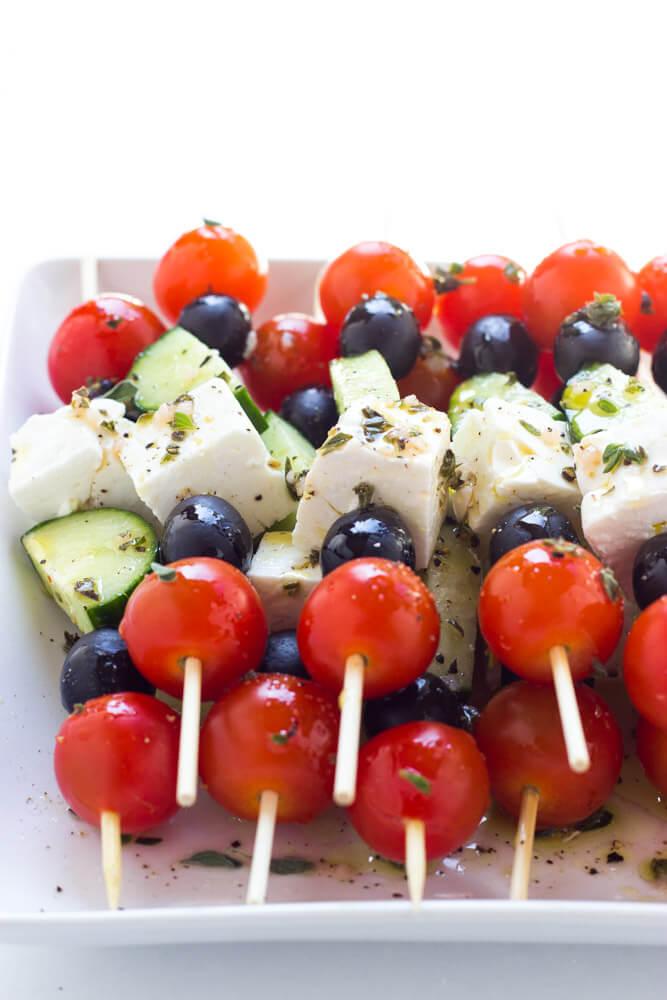 Only 4 ingredients and minimal prep! These greek salad skewers are 100% crowd pleaser | littlebroken.com @littlebroken