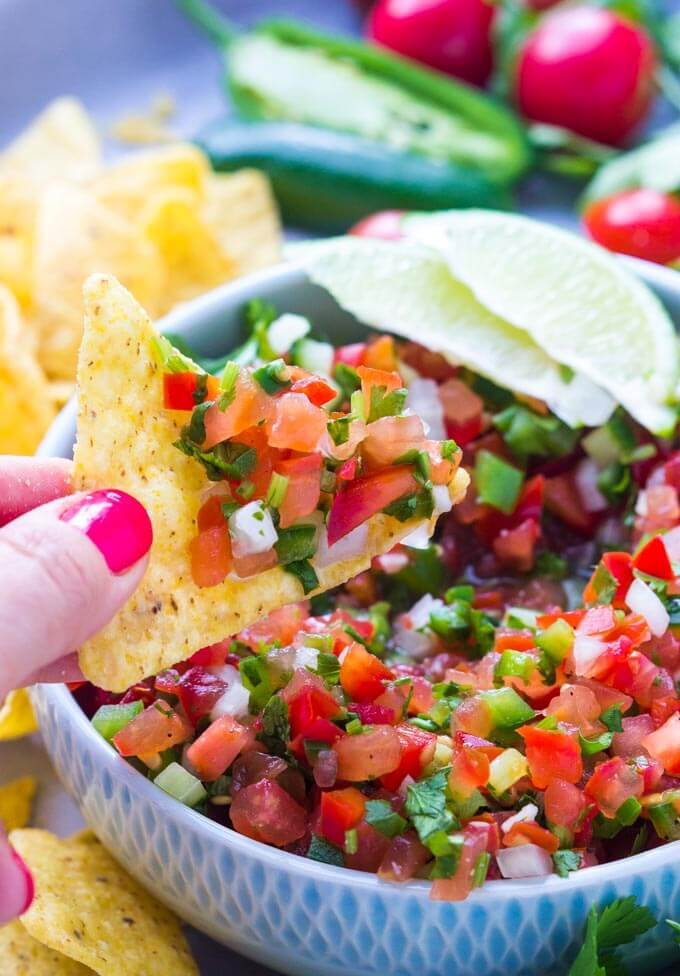 The BEST salsa ever! Wait till you see what's inside this salsa. Only minutes to make and is so good over grilled chicken, tacos, fish, burritos, quinoa   llittlebroken.com @littlebroken