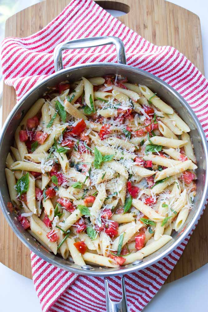 30 minute pasta made with simple, clean ingredients. Inspired by Margherita Pizza   littlebroken.com @littlebroken
