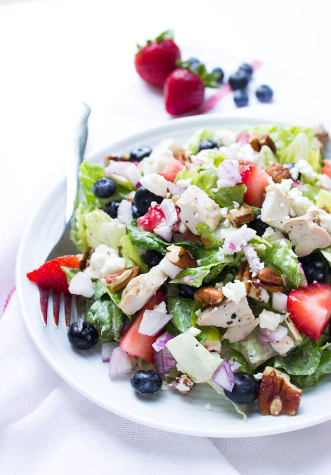 Light and refreshing salad with fresh berries, crisp romaine, chicken, pecans and salty feta. Tossed in  a light homemade poppyseed  dressing | littlebroken.com @littlebroken