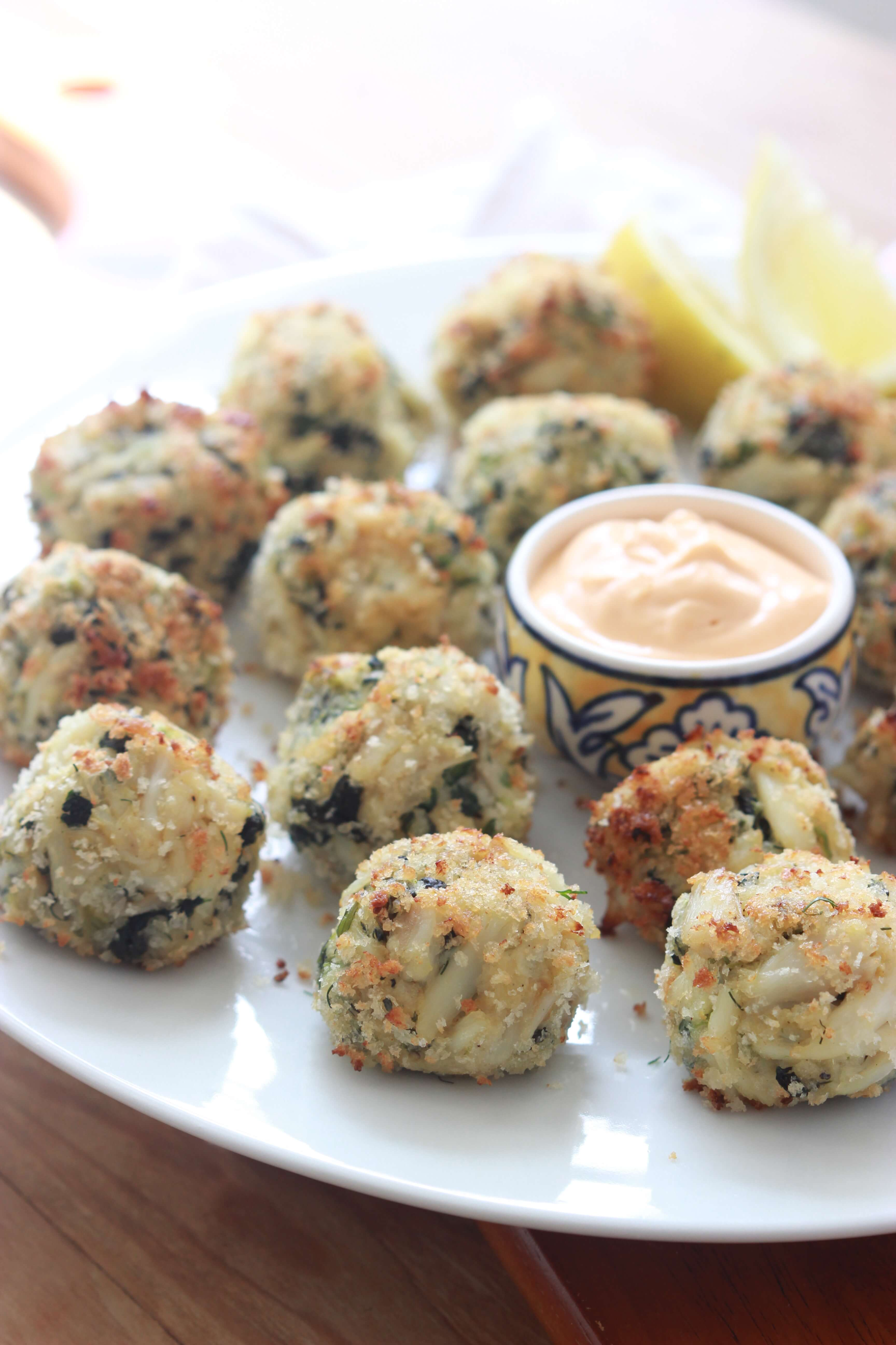 Mini Crab Bites with spicy aioli are perfect game day food! | littlebroken.com @littlebroken