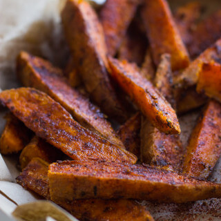 Chili Roasted Sweet Potato Wedges with Avocado Greek Yogurt Aioli - the secret to best crispy potatoes is most likely sitting in your pantry. These will be the last potatoes you will want to make! | littlebroken.com @littlebroken