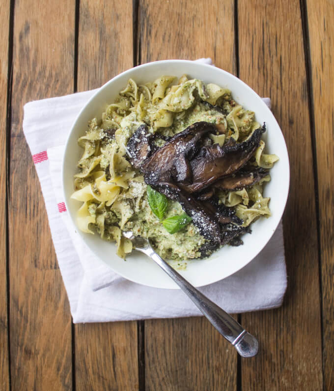 Portabella Mushroom Noodles with Almond Pesto - buttery noodles, nutty pesto, and meaty portabellas in this vegetarian comfort food. All in about 30 minutes! | littlebroken.com @littlebroken