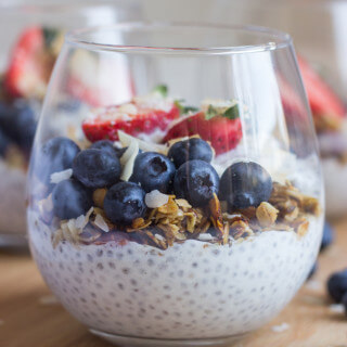 Vanilla Greek Yogurt Chia Seed Pudding - made with wholesome ingredients and no refined sugar! This healthy chia seed pudding is SO good for breakfast, snack, or dessert   littlebroken.com @littlebroken