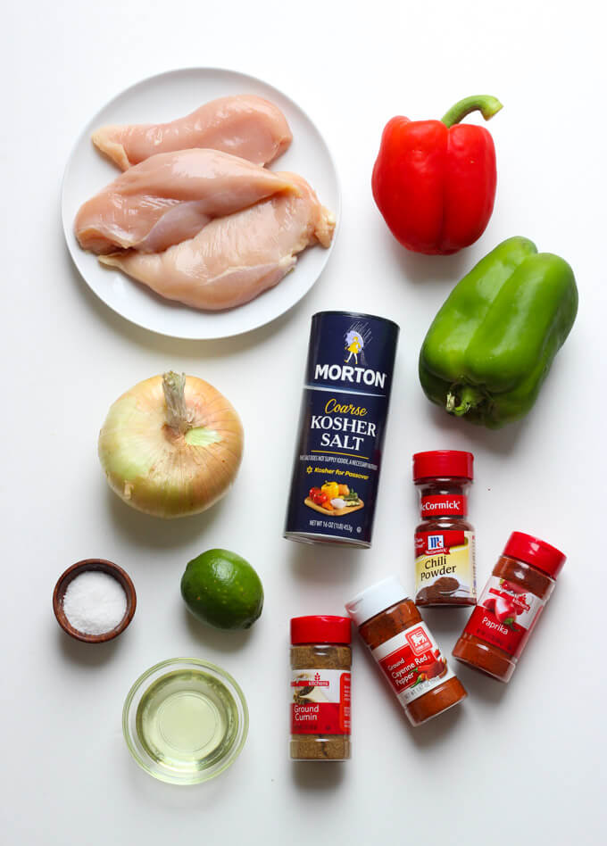 With one little trick and you have the most juiciest oven baked chicken fajitas! Served in a lettuce wrap for a healthy dinner   littlebroken.com @littlebroken