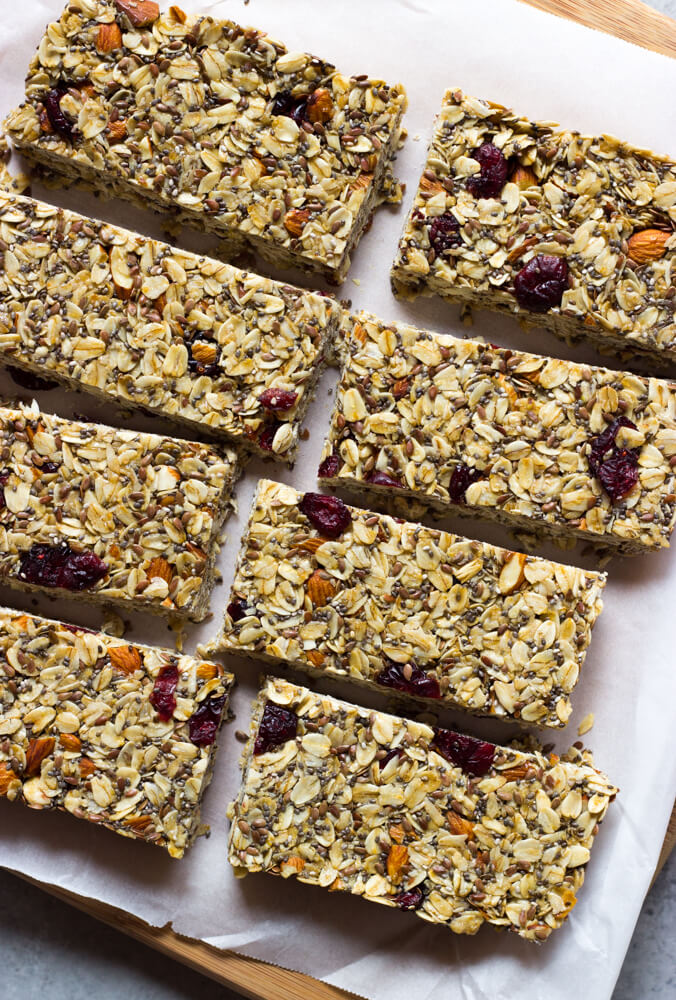 Soft and Chewy Granola Bars - made with wholesome good for you ingredients. These granola bars are perfect for school lunches, breakfast on the go, or healthy snack | littlebroken.com @littlebroken