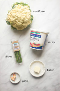 Cauliflower Mash with Ricotta and Roasted Garlic - tastes just like mashed potatoes but with fraction of the carbs!   littlebroken.com @littlebroken