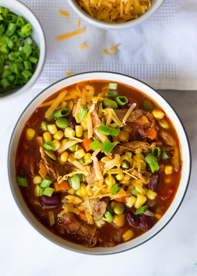 Leftover Turkey Chili Recipe - the easiest and most delicious way to use up Thanksgiving turkey meat! | littlebroken.com @littlebroken