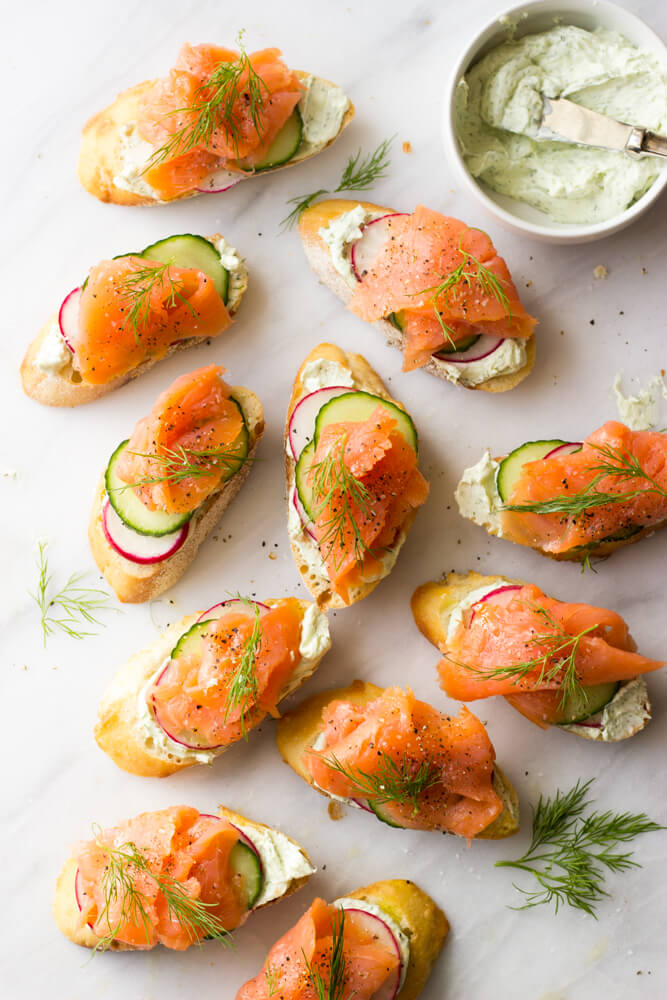 https://www.littlebroken.com/wp-content/uploads/2016/12/Smoked-Salmon-and-Herb-Cheese-Crostini-2.jpg