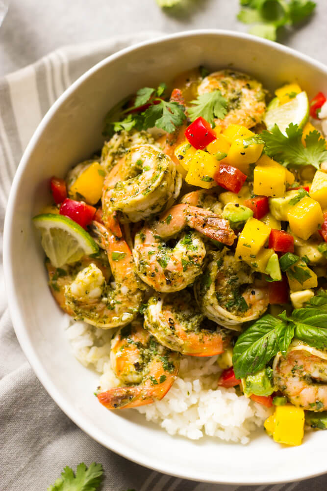 Cilantro Basil Shrimp with Mango Salsa - simple yet healthy cilantro basil shrimp served with sweet and spicy mango avocado salsa | littlebroken.com @littlebroken