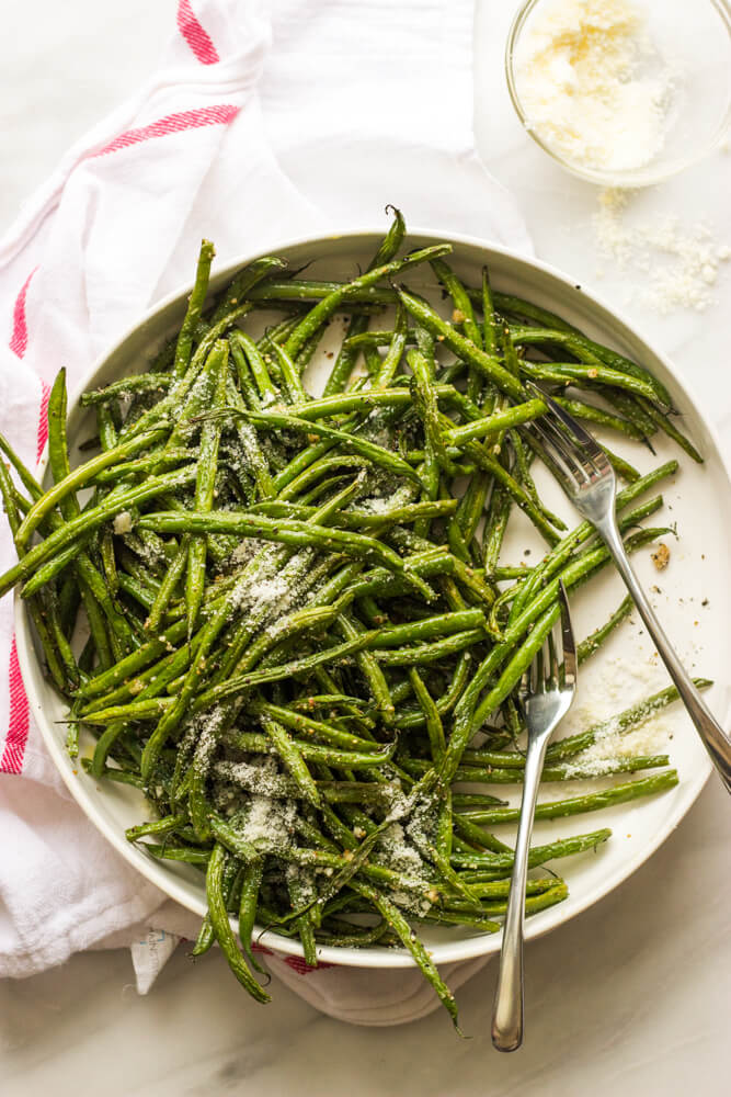 https://www.littlebroken.com/wp-content/uploads/2017/04/Roasted-Garlic-Green-Beans-11.jpg