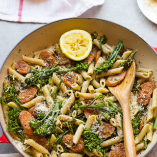 Chicken Sausage and Broccolini Pasta - only 7 simple and good ingredients to make this family approved meal under 30 minutes!