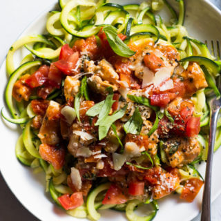 Tomato Basil Chicken with Zucchini Noodles - quickest 30 minute meal with clean ingredients! | littlebroken.com @littlebroken