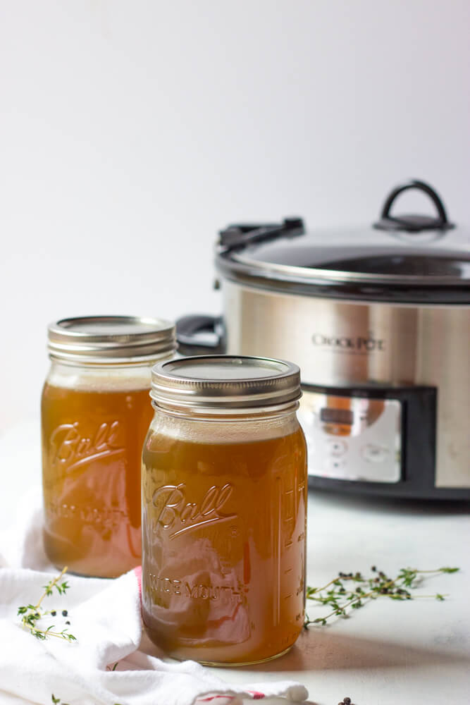 Easy Slow Cooker Chicken Stock - the easiest way to make homemade chicken stock! All you need is a slow cooker and rotisserie chicken | littlebroken @littlebroken