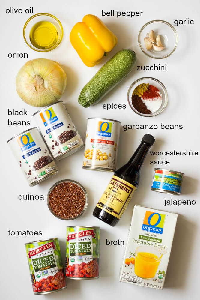 Black Bean and Veggie Chili with Quinoa - protein packed chili with quinoa, beans, and perfect blend of veggies. PLUS the most perfect seasoning! | littlebroken.com @littlebroken