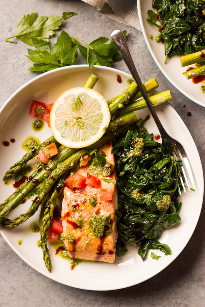Baked Balsamic Salmon with Asparagus - perfect for date night in or company. This salmon dinner comes together in about 30 minutes | littlebroken.com @littlebroken